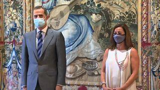 El Rey de España Felipe VI con la presidenta de Baleares, Francina Armengol