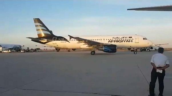 إعادة تشغيل مطار معيتيقة الليبي بعد إغلاق دام أربعة أشهر