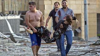إسعاف الجرحى بعد التفجير في بيروت