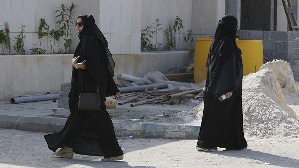 السعودية نيوز |      فيديو لتعرض امرأة للتحرش في الطريق العام يثير الجدل في السعودية