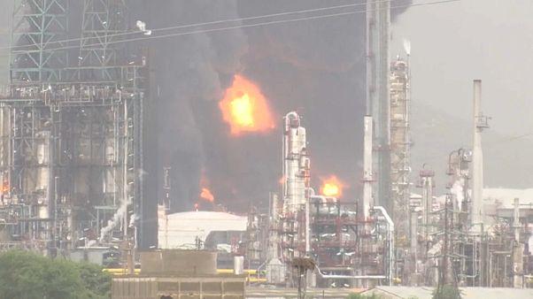 Пожар на нефтехимическом заводе в Испании