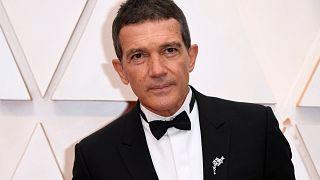 الممثل الإسباني أنطونيو بانديراس يصل إلى حفل توزيع جوائز الأوسكار الـ 92 في هوليوود، كاليفورنيا في 9 فبراير 2020.