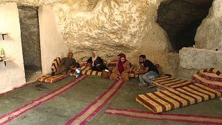 Una familia palestina vive en una cueva en Cisjordania
