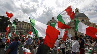 مسيرة في إحدى ساحات روما لمؤيدي يمين الوسط الإيطالي المعارض