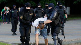 Belarus sokaklarında seçim sonuçlarına karşı şiddetli eylemler
