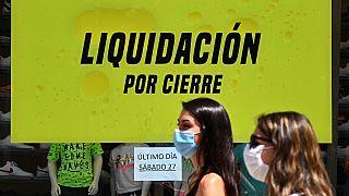 Espanhóis vendem bens pessoais para fazer face ao coronavírus