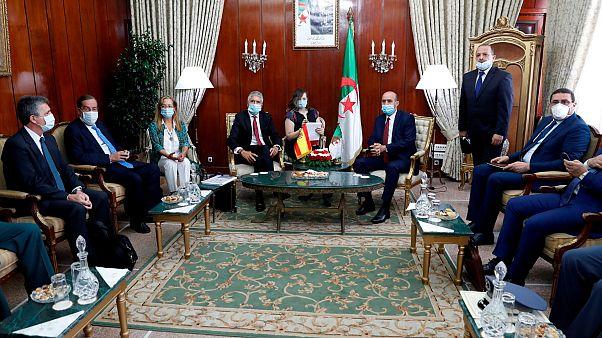 وزير الداخلية الإسباني في الجزائر