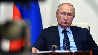 """Covid-19: Putin: """"Il vaccino russo è pronto per l'uso"""", già iniettato a una delle sue due figlie"""