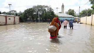 نزوح مئات الآلاف بسبب الفيضانات في الصومال