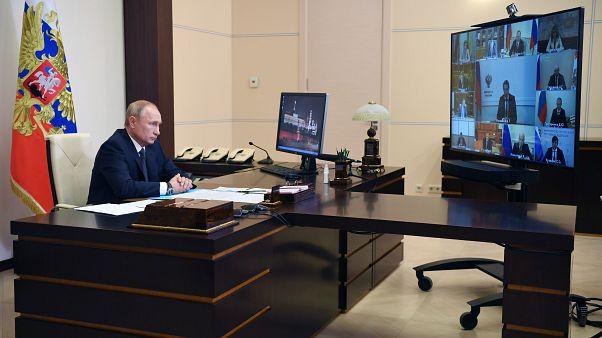Wladimir Putin bei der Vorstellung des Impfstoffs Sputnik-V