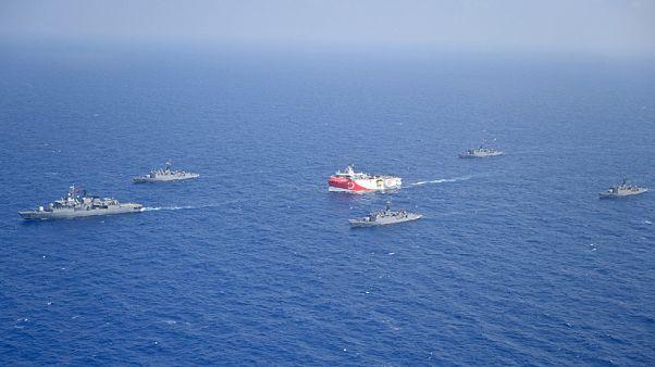 To Oruc Reis με την συνοδεία τουρκικών πλοίων