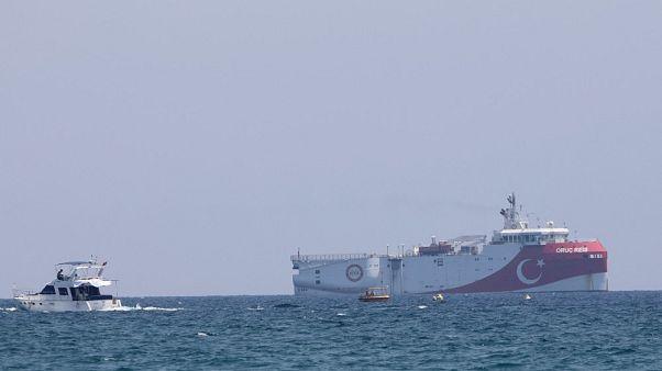 La nave esplorativa turca Oruç Reis, ancorata al largo di Antalya