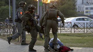 La dura repressione della polizia bielorussa.
