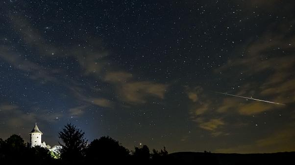 A Perseida meteorraj a somoskői vár felett