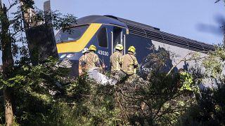 """خرج القطار عن السكة ما تسبب بإصابات وصفتها رئيسة وزراء اسكتلندا بـ""""الجدية"""""""