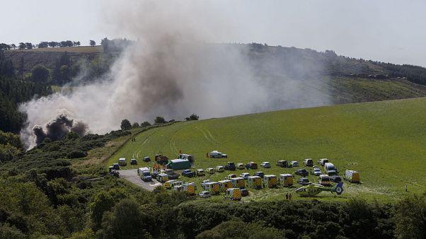 Rauch steigt an der Unglücksstelle bei Stonehaven auf