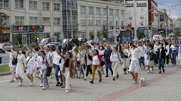 من التظاهرة في شارع في العاصمة مينسك