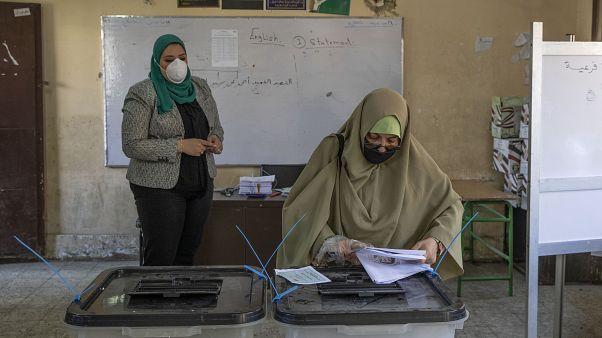 صورة من الأرشيف خلال انتخابات أجريت في مصر