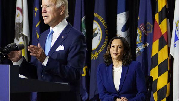 """Biden et Harris promettent ensemble de """"reconstruire"""" l'Amérique post-Trump"""