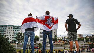 Manifestanti protestano contro il risultato delle elezioni a Minsk, 12 agosto