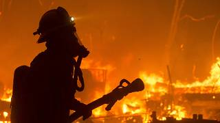 رجل إطفاء في حريق بحيرة هيوز كاليفورنيا