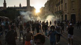 مواجهاتٌ بين المتظاهرين ضد الحكومة والنظام السياسي القائم في لبنان وبين الشرطة وسط العاصمة بيروت