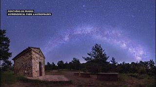 """صور توثق حدوث ظاهرة """"شهب البرشاويات"""" في سماء إسبانيا"""