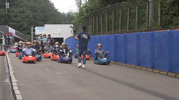 People at the start of the luge race