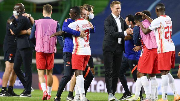 Trainer Julian Nagelsmann gratuliert seinen Profis nach dem Einzug ins CL-Halbfinale