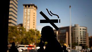 کشیدن سیگار در مکان های عمومی ممنوع