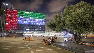 Telaviv'deki belediye binası BAE bayrağı renkleriyle ışıklandırıldı