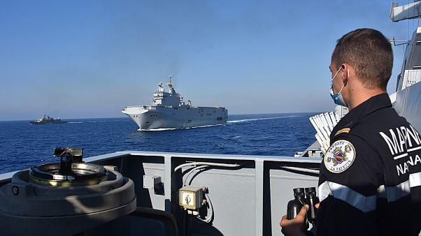Fransız ve Yunan donanması Akdeniz'de ortak askeri tatbikatı başladı