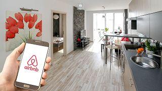 منصة اير بي أن بي تمكن من حجز غرف وساكن خواص عبر تطبيق