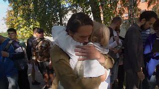 Polizeigewalt in Belarus: Freigelassene zeigen ihre Wunden