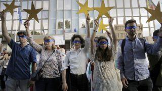 Protestas frente a la embajada alemana en Bulgaria el 12 de agosto