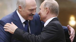 Lukasenka fehérorsz elnök (balra) és Putyin orosz elnök (jobbra) egy 2017-es találkozón