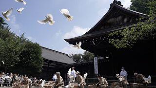 مراسم یادبود از شهدای جنگ جهانی دوم در معبد یاسوکونی