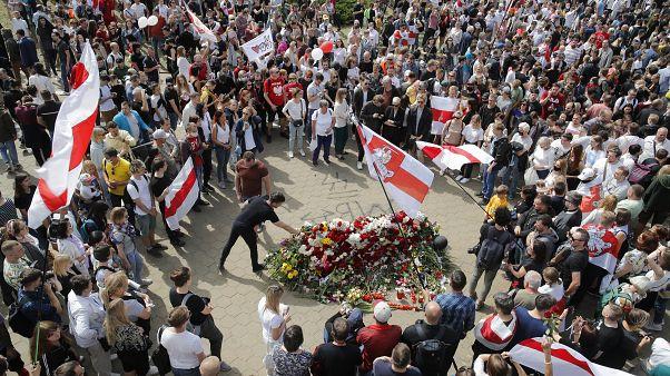 ویدئو؛ معترضان در مینسک با یکی از جانباختگان تظاهرات بلاروس وداع کردند