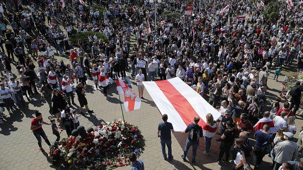 Тысячи людей пришли почтить память Александра Тарайковского