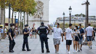 """Francia, Covid-19: """"Nessuna fatalità: il virus circola per colpa nostra"""""""