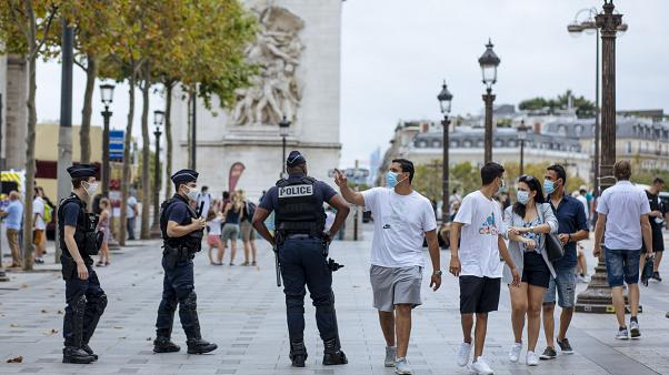 Maskenpflicht: Französische Polizei setzt sie durch