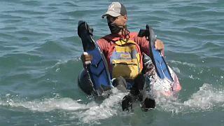 Житель прибрежного штата Венесуэлы на рыбалке