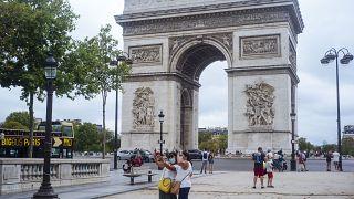أعداد إصابات كوفيد 19 تعود للارتفاع بشكل كبير في فرنسا
