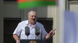 In Belarus gehen Anhänger und Gegner des Präsidenten auf die Straße
