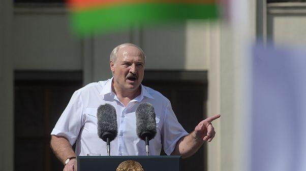 Bélarus : immense défilé d'opposition à Minsk, Alexandre Loukachenko refuse de lâcher le pouvoir
