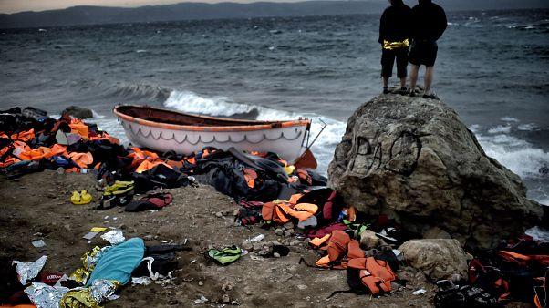 Türkiye'den Yunanistan'a geçen sığınmacı botları geri itiliyor