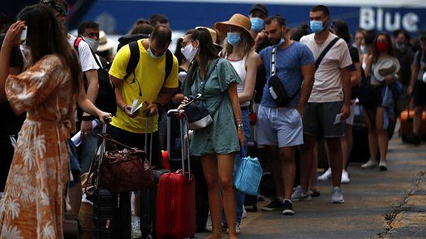 «Κλειδί» για την ανάσχεση της διασποράς η χρήση μάσκας