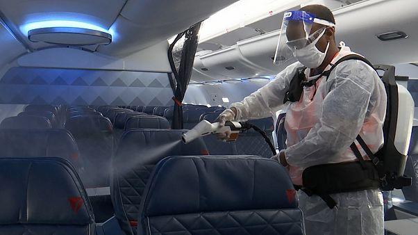 Uçaklar Covid-19 salgını nedeniyle yoğun şekilde dezenfekte ediliyor