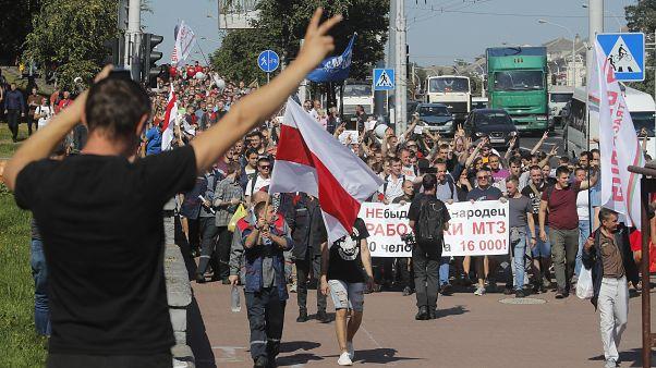 Workers march toward the Minsk Wheel Tractor Plant where President Alexander Lukashenko addresses employees in Minsk, Belarus, August 17, 2020