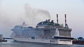 MSC Grandiosa verlässt den Hafen von Genua
